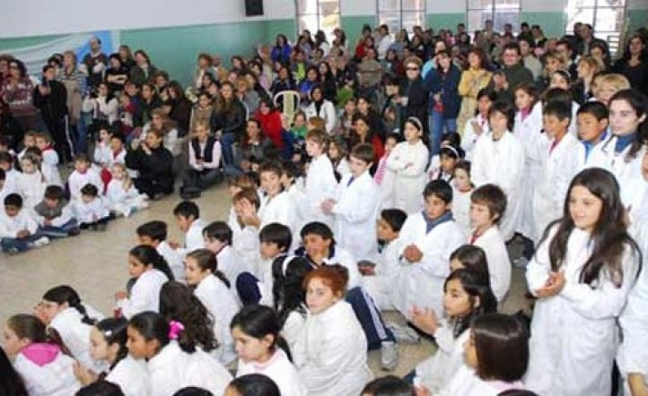Diez millones de chicos vuelven a las aulas