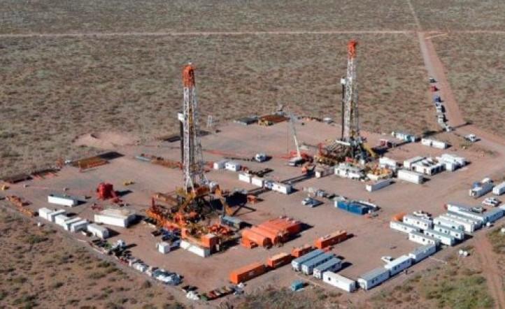 YPF acordó con Petronas desarrollar petróleo en Vaca Muerta