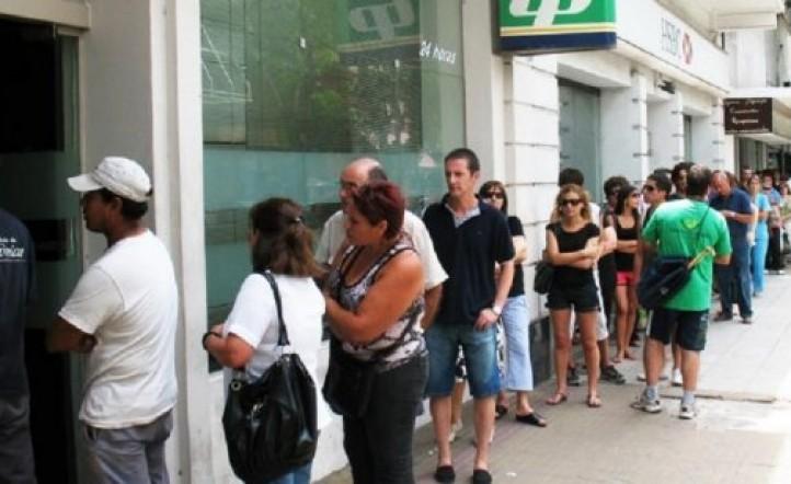 Se podrán depositar cheques por celular: ¿se acaban las colas en los bancos?