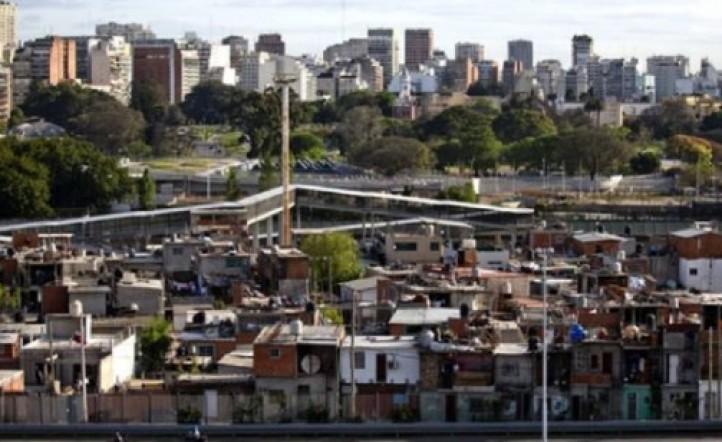 El Gobierno plantea un proyecto para urbanizar las villas y hacer dueños a sus habitantes