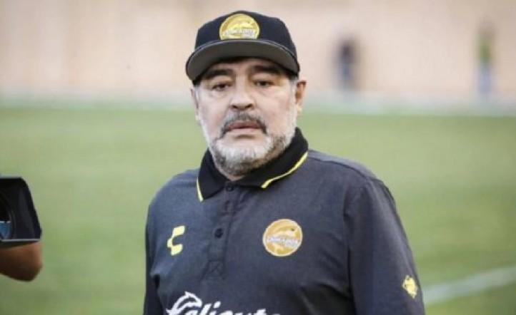 Maradona deberá pasar por el quirófano la próxima semana, pero El Diez no quiere