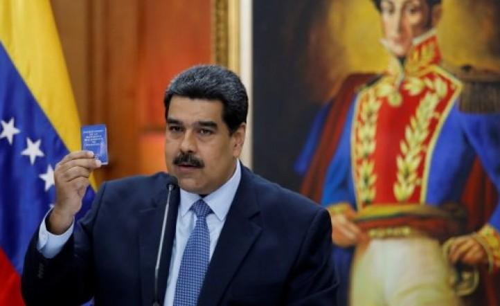 Aislado, Maduro asume su nuevo mandato y amenaza a los países que lo desconocen