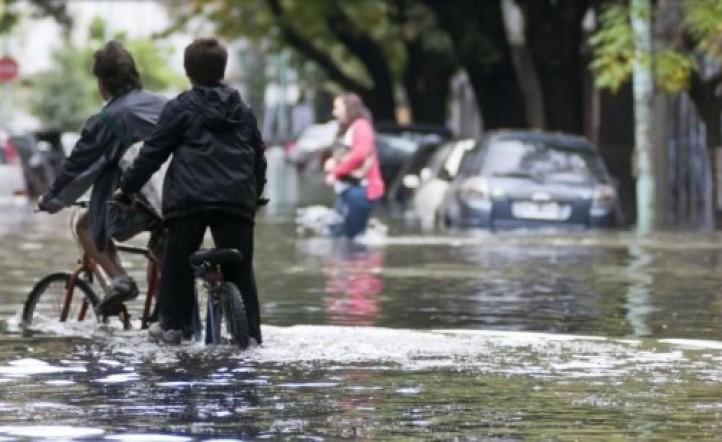 El único acusado por las inundaciones en La Plata aceptó su responsabilidad: pagará solo 12.500 pesos de multa