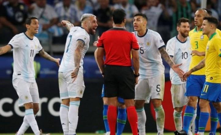 Las dos jugadas polémicas de Argentina-Brasil: ¿por qué el VAR no ayudó a los árbitros?