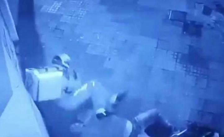 Así fue el momento en que un repartidor de Glovo mató al ladrón