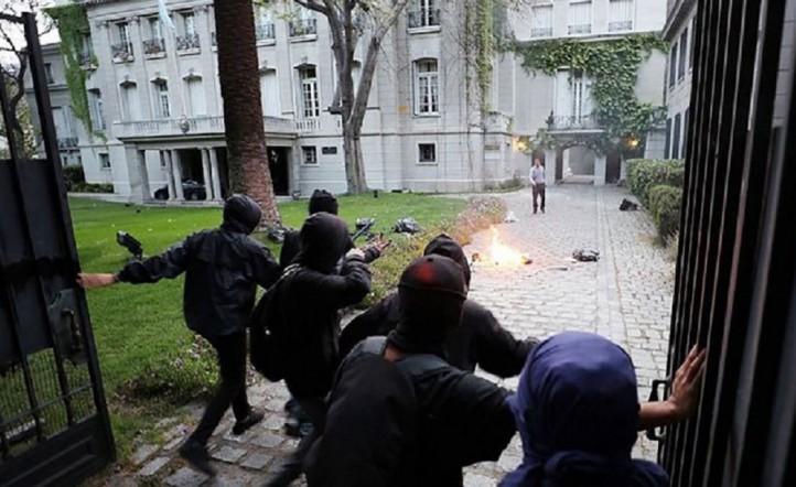 Evacuaron al embajador argentino-Chile